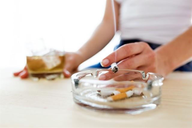 Fumar y beber no es chido, advierten niños youtubers