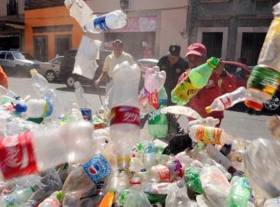 En Xalapa, hasta 26 toneladas diarias de plásticos de un solo uso