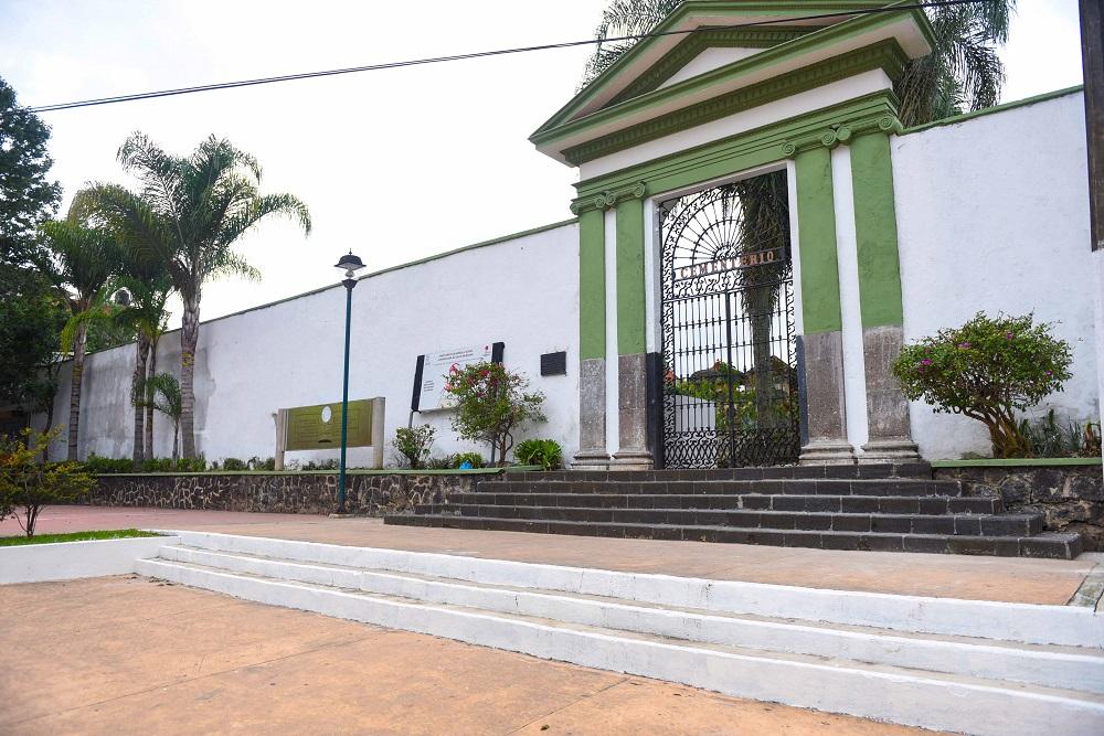 Abiertos panteones de Xalapa, pero con restricciones