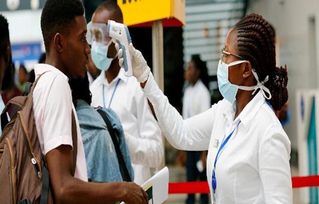 """La amenaza de una tercera ola de COVID-19 en África es """"real y está aumentando"""""""