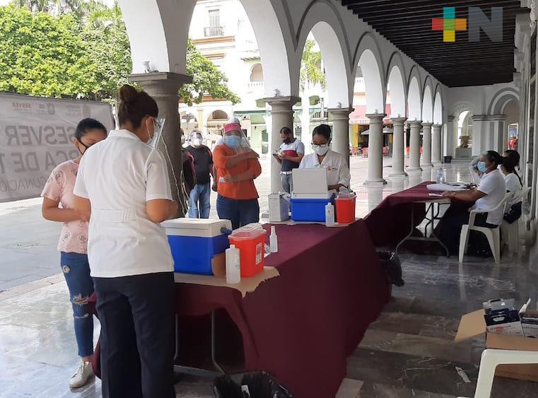 Alta afluencia a módulos de vacunación contra la influenza en municipio de Veracruz