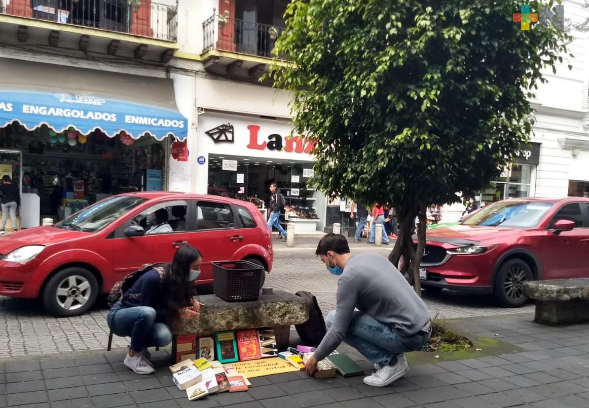Se muda de la ciudad y regala sus libros