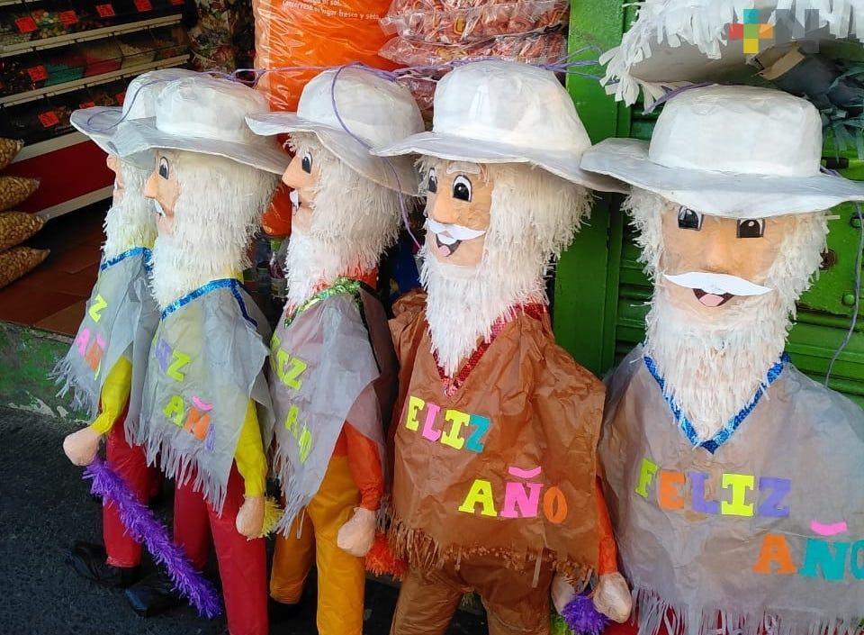 """Romper piñatas de """"viejitos"""", una opción para terminar el año"""