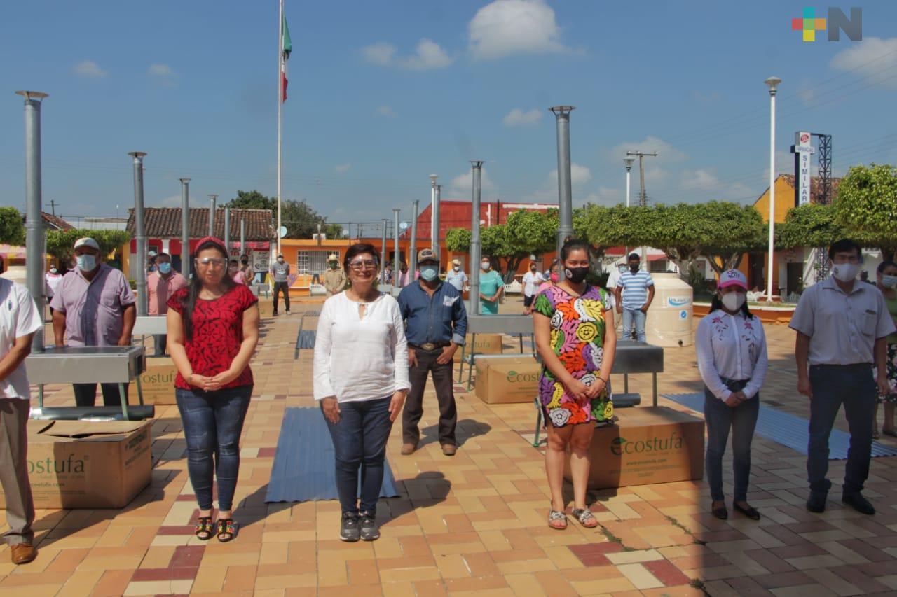 Entregan programas para el desarrollo a la vivienda, en Chacaltianguis