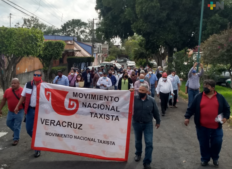 Taxistas de Veracruz avalan iniciativa de Morena; darán voto de castigo a partidos que voten en contra