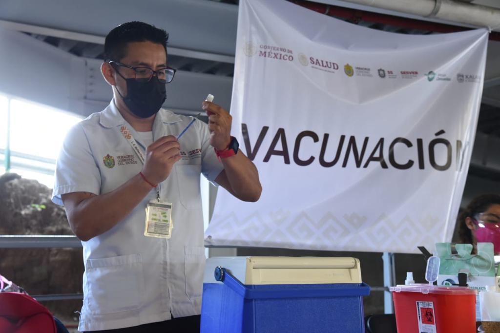 Este martes iniciará vacunación contra COVID a maestros en Veracruz