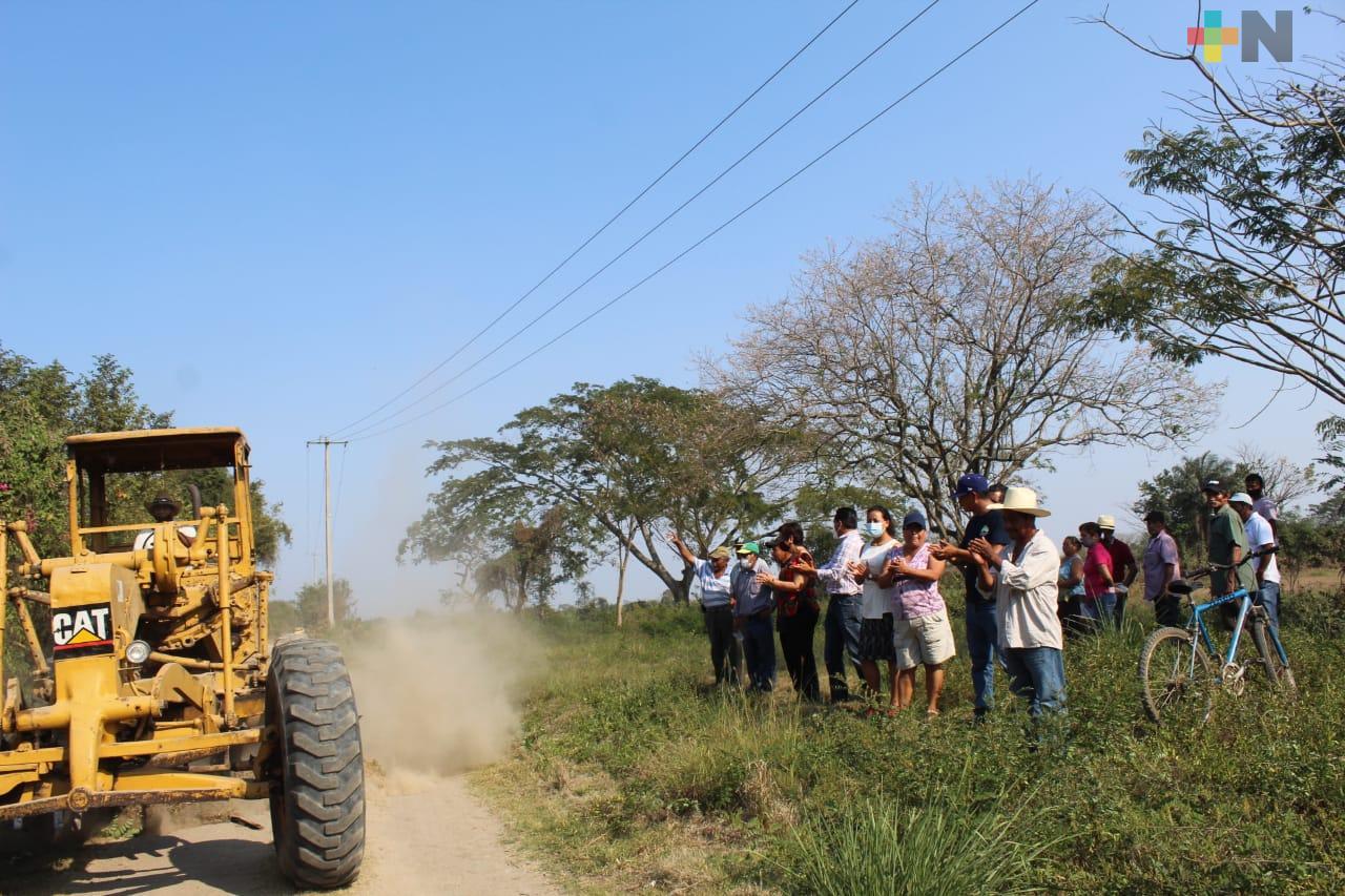 Caminos saca cosechas benefician a cañeros de Omealca