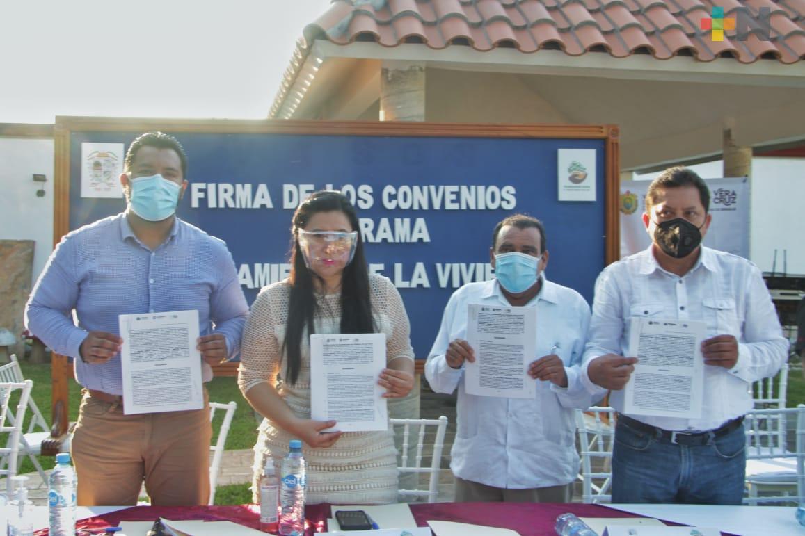 Alcaldes firman convenio para el mejoramiento de la vivienda