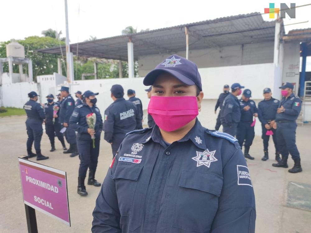 María Guadalupe de la Cruz, orgullosa de vestir uniforme de Policía Municipal de Coatzacoalcos