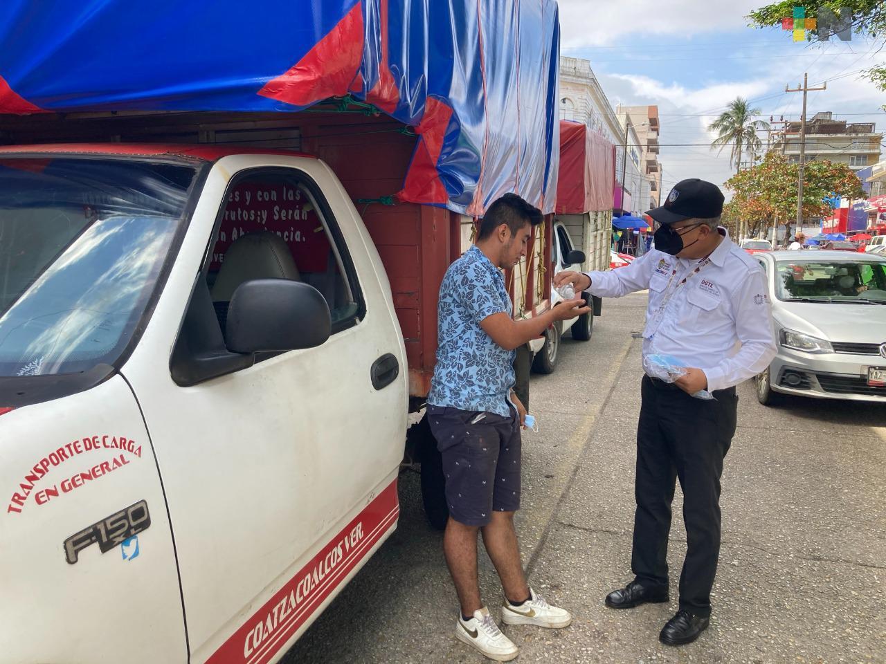 En Coatza, continúa desinfección del transporte público