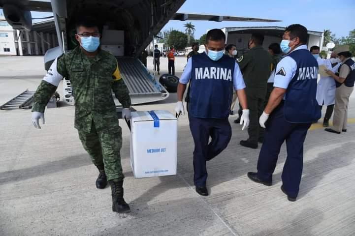 Llegaron a Veracruz vacunas Pfizer para inocular a adultos mayores contra COVID-19