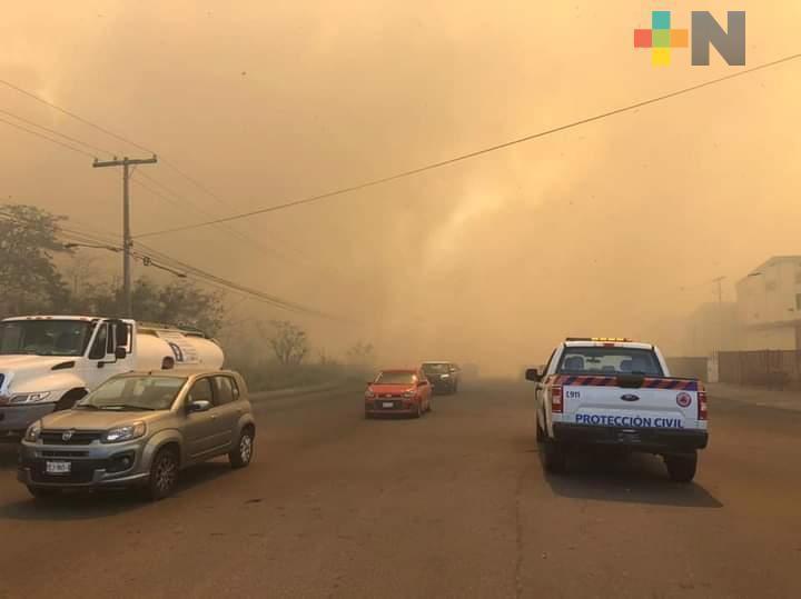 Se registran incendios de pastizales en carretera Veracruz-Medellín y cerca de Cabeza Olmeca