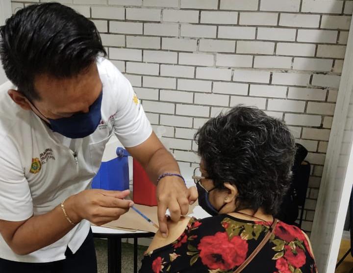 Continúa la aplicación del Plan de Vacunación a adultos mayores en Veracruz