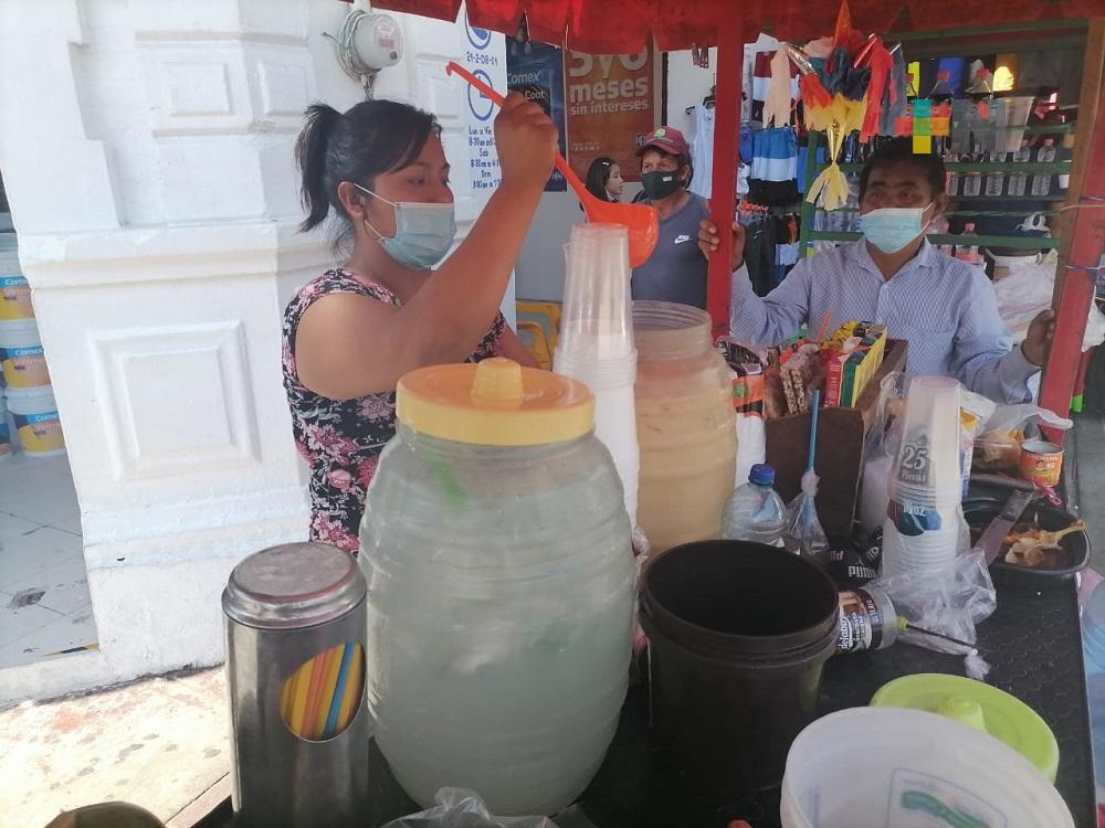 Ambiente caluroso, favorece ventas de aguas frescas en Coatzacoalcos