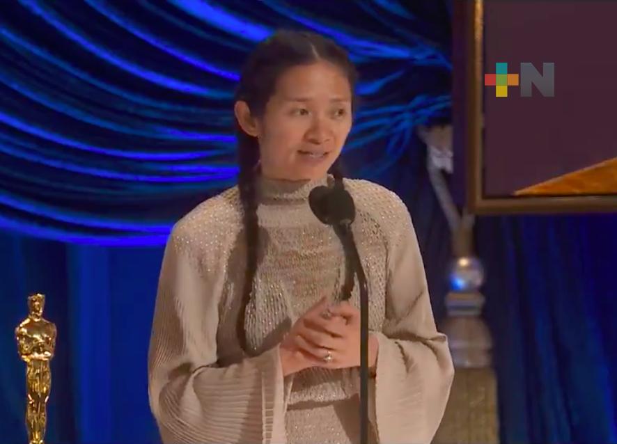 Chloé Zhao se lleva el Oscar a Mejor Dirección
