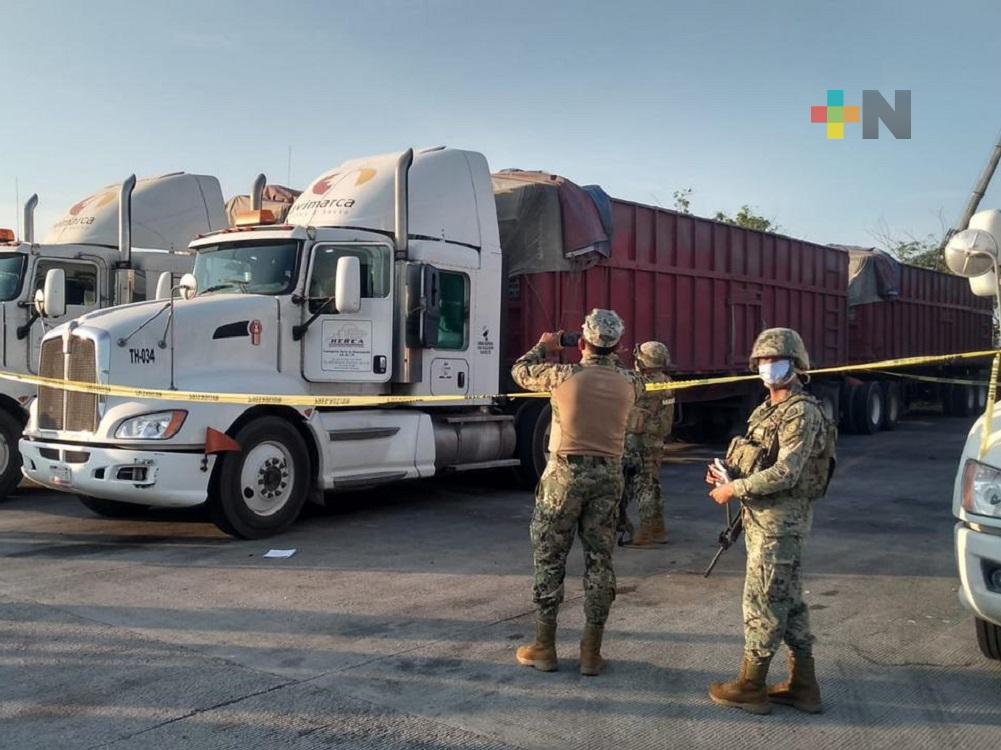 De un infarto fulminante muere chofer de tráiler dentro de la Administración Portuaria Integral de Coatzacoalcos