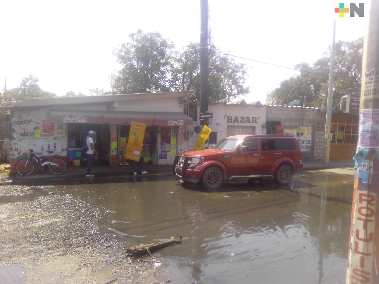 Fuga de aguas negras tiene meses sin ser atendida en Tejería