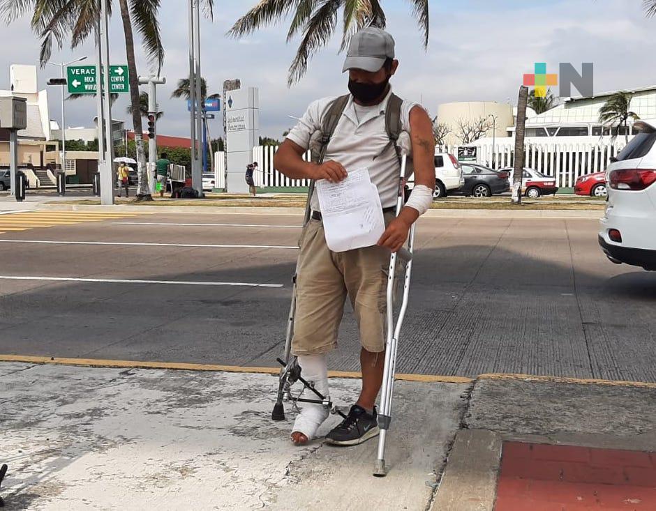Pide apoyo a ciudadanía para pagar la cirugía de su pierna