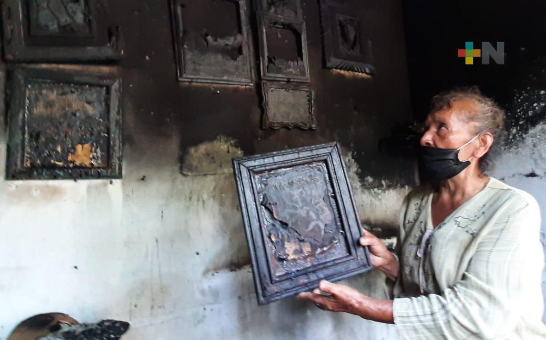 Incendio consumió su casa, pide apoyo a la ciudadanía