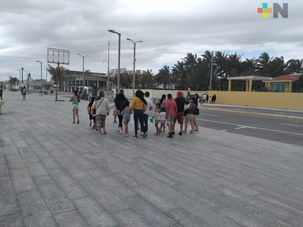 Vacacionistas se quedan con ganas de ingresar a playas de Boca del Río