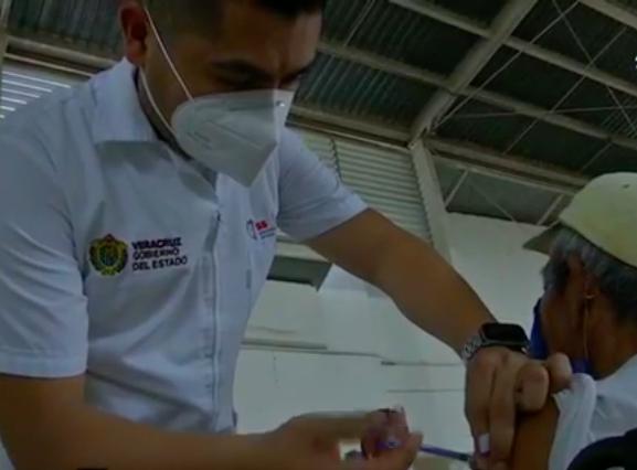 El 24 de abril quedará cubierta al 100% la primera dosis de vacuna anticovid para adultos mayores en Veracruz