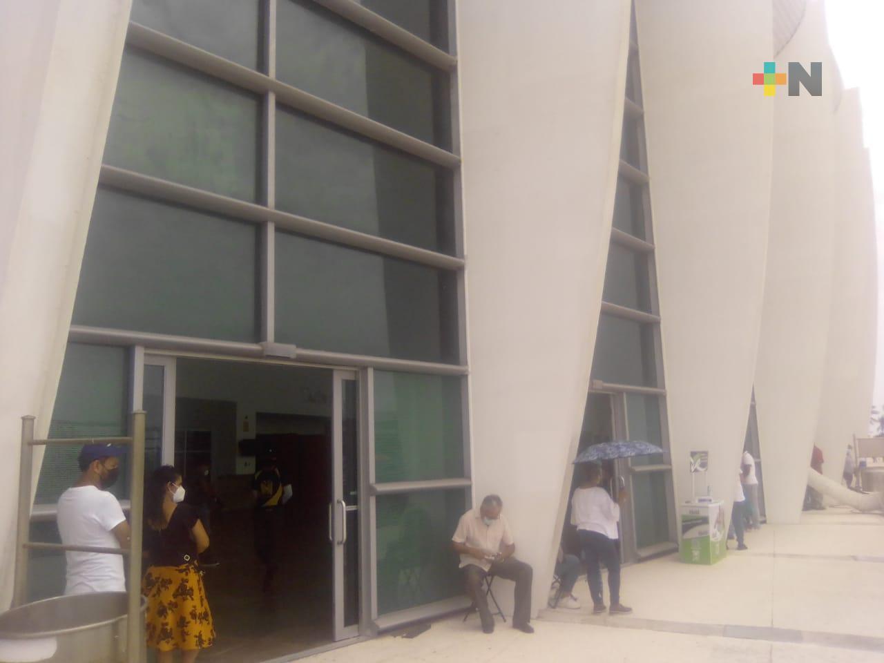 Continúa vacunación de maestros en el WTC Veracruz; se ha agilizado