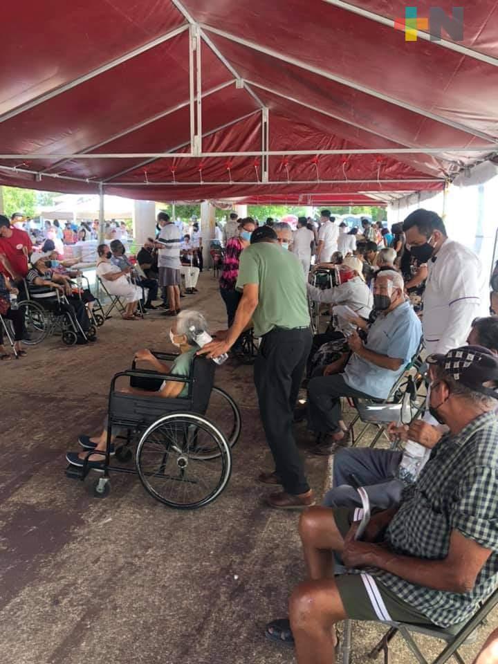 Segundo día de vacunación en el municipio de Agua Dulce