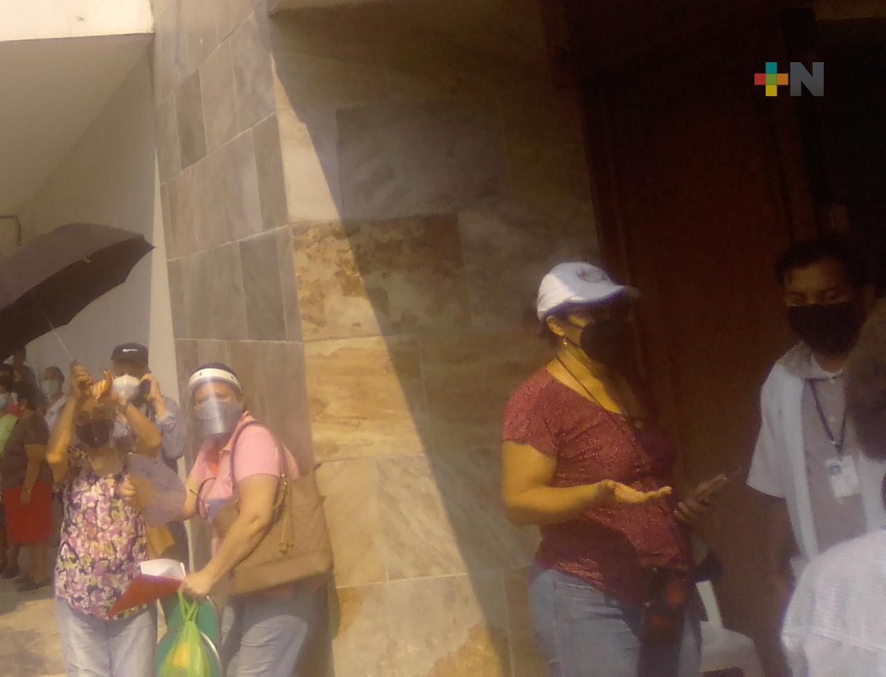 Desaparecen largas filas en módulos de vacunación en el puerto de Veracruz