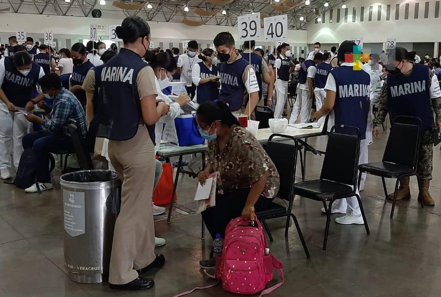 Vacunados, más de 37 mil docentes de Veracruz durante el primer día