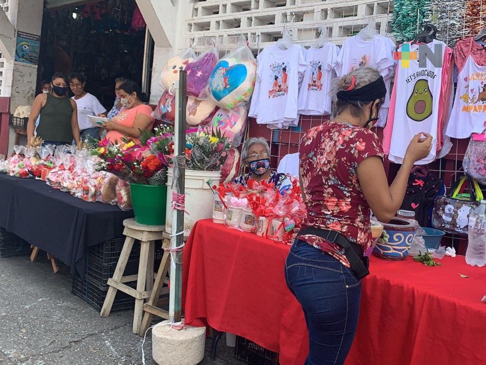Comerciantes del Centro de Coatzacoalcos listos para el Día de las Madres