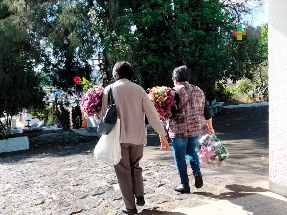 Con motivo del Día de las Madres, reabren panteón xalapeño