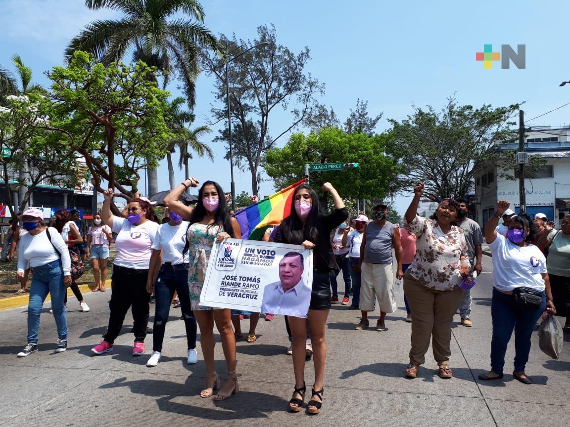 Militantes del partido Podemos se manifestaron en el puerto de Veracruz