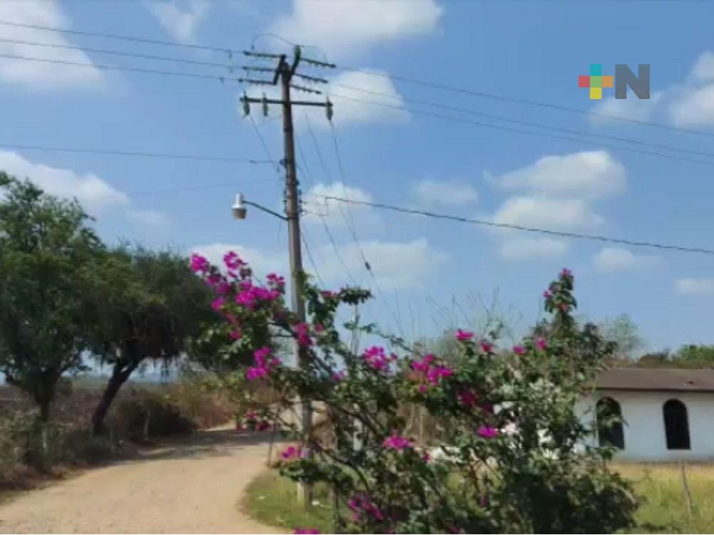 Preocupa falta de mantenimiento de postes y redes eléctricas en zona norte de Veracruz