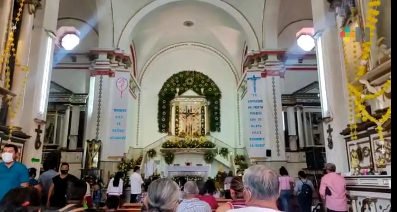 El Día de la Cruz se volvió a celebrar con pocos feligreses en Amatlán