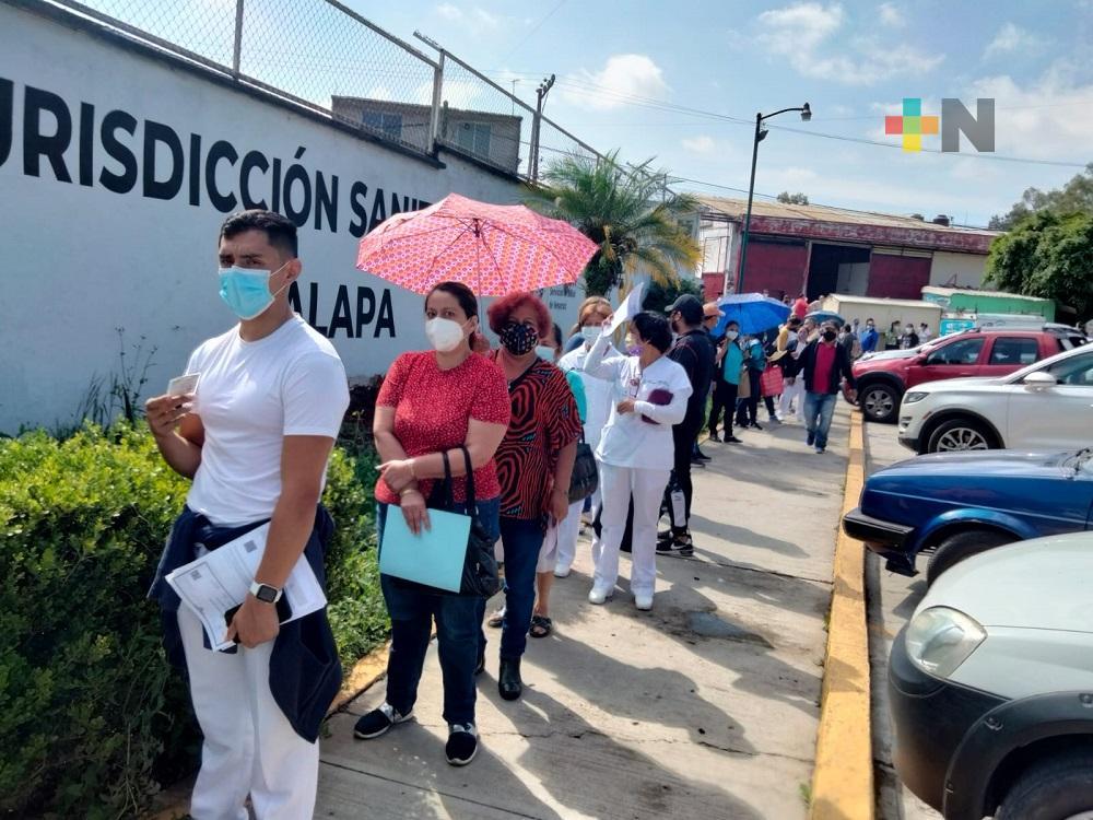 Secretaría de Salud de Veracruz sigue vacunando a médicos y enfermeras de la entidad