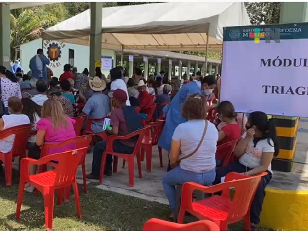 Sin contratiempos, se desarrolla Jornada de Vacunación para adultos de 50 a 59 años en Martínez de la Torre