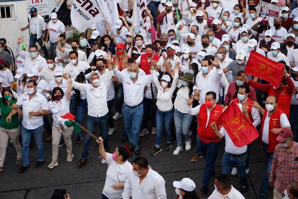 Miles de xalapeños acompañaron a Ricardo Ahued en una marcha de unidad