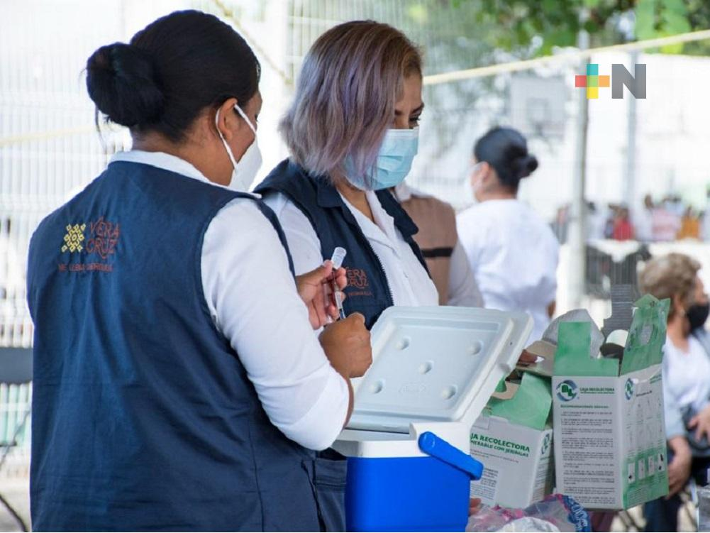Personas de 40 a 49 años, reciben segunda dosis de vacuna anticovid en Xalapa