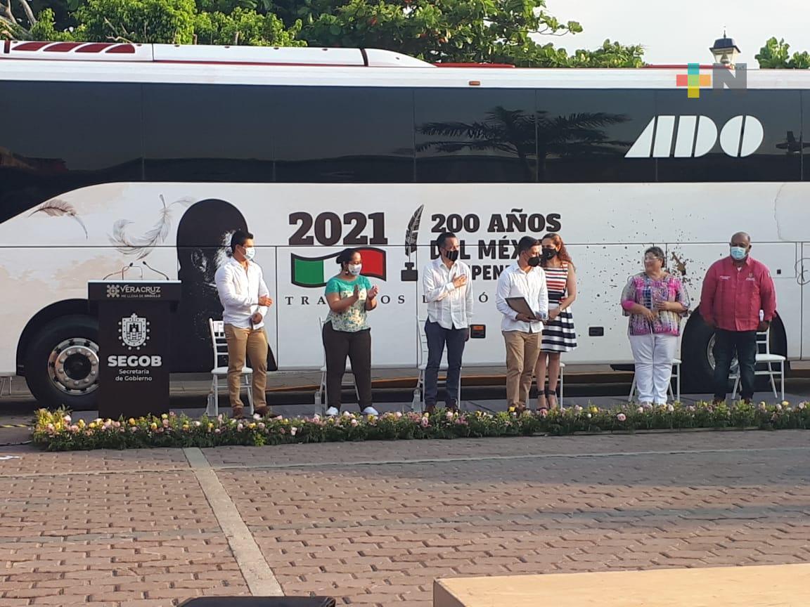 En Tlacotalpan, presentaron autobuses conmemorativos por los 200 años de los Tratados de Córdoba