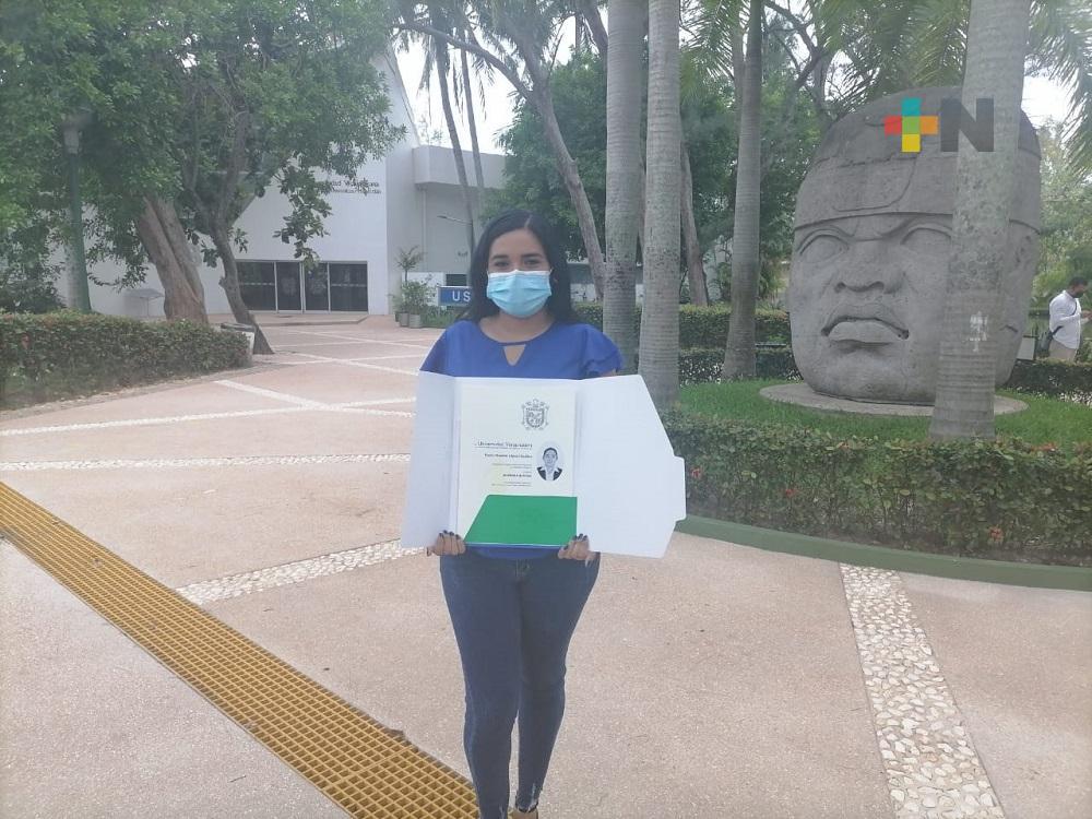Egresada de la UV campus Coatzacoalcos, se volvió viral en redes sociales