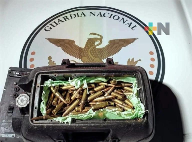 En el sur de Veracruz, la Guardia Nacional decomisó en un autobús cartuchos útiles para armas largas