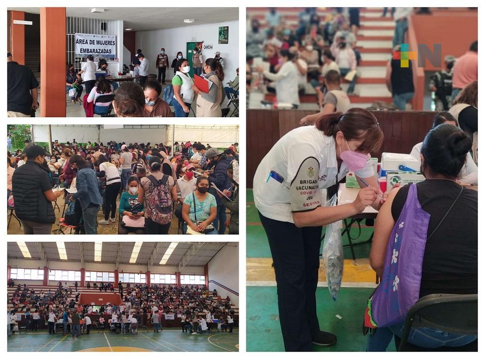 Inició vacunación a personas de 40 a 49 años en la macrosede regional de Coatepec