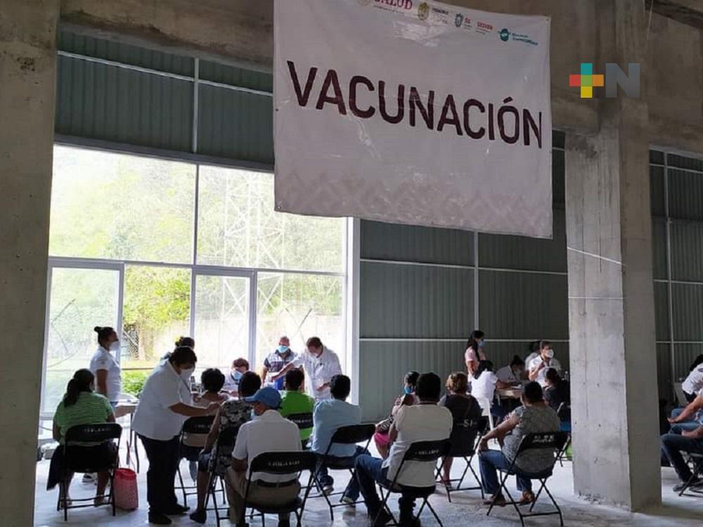 Inició vacunación contra COVID-19 para personas de 50 a 59 años en municipio de Tezonapa