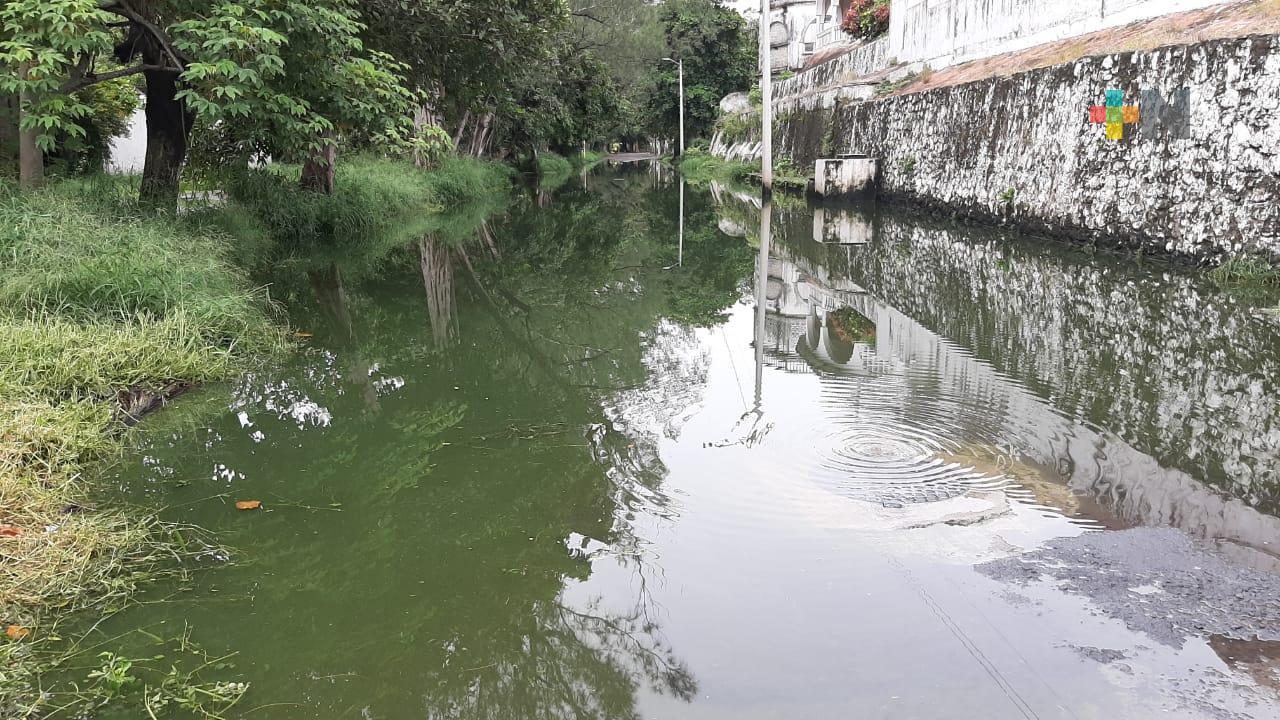 Aún sin reparar fuga de aguas negras en avenida Barco Viejo de Boca del Río