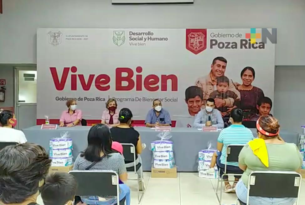 Entregan leche en polvo para lactantes a madres solteras, en Poza Rica
