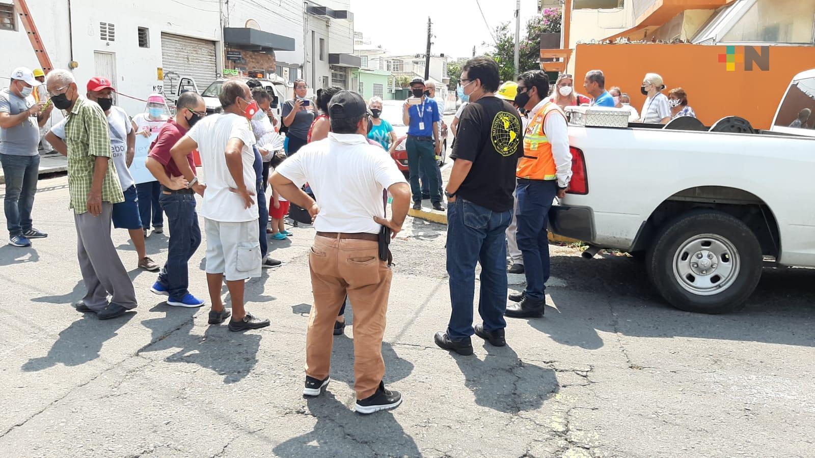En fraccionamiento Costa Verde de Boca del Río, se manifiestan por fallas en energía eléctrica