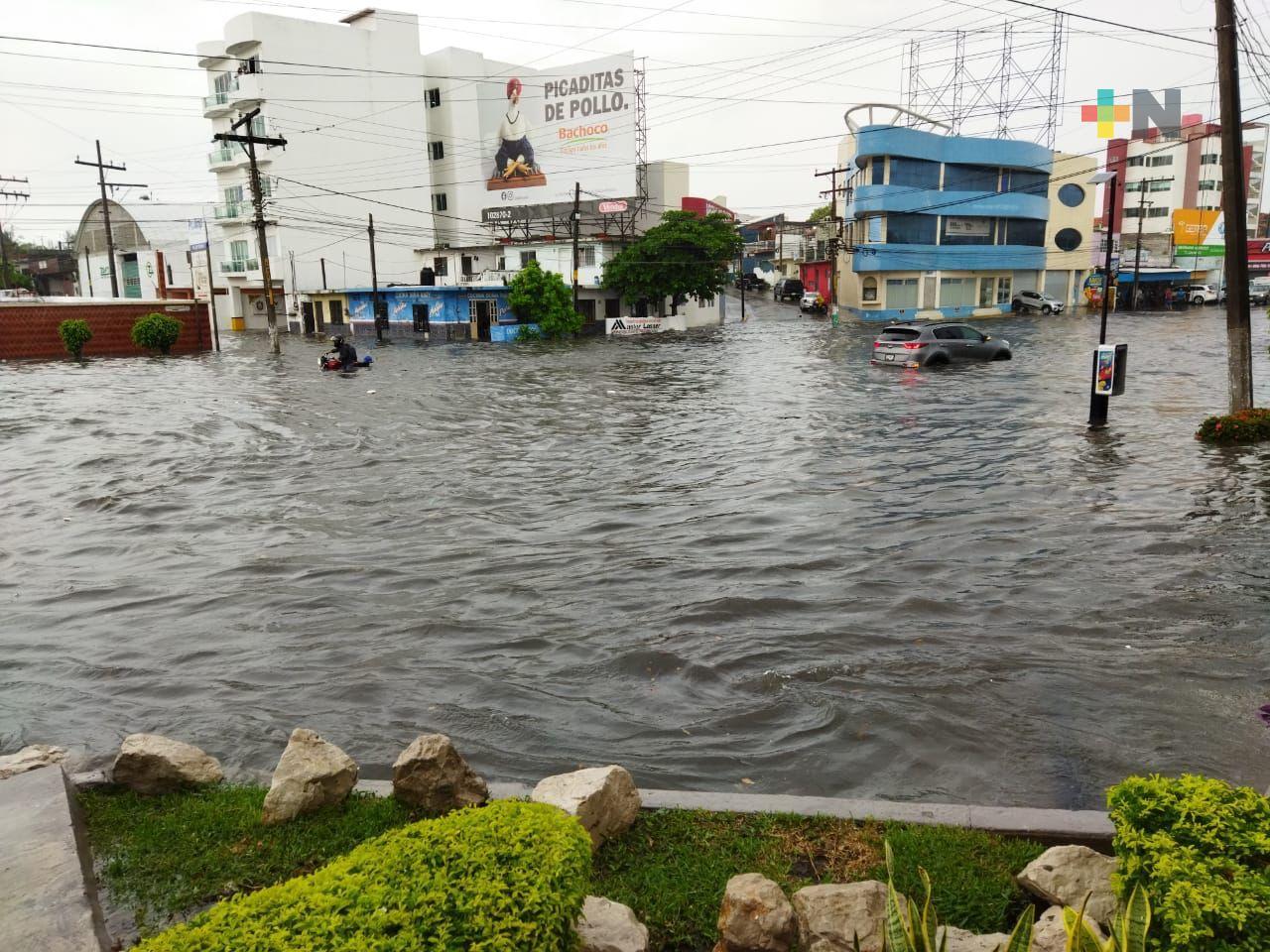 Lluvia provocó inundaciones en avenidas de Boca del Río