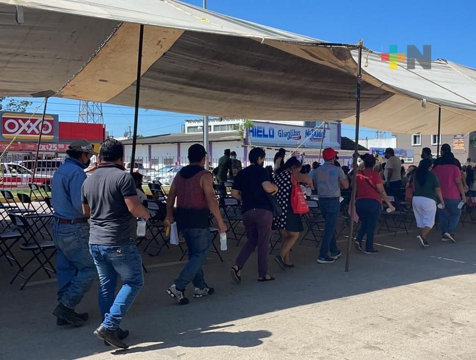 Alta afluencia en segundo día de vacunación anticovid en macrosede de Minatitlán