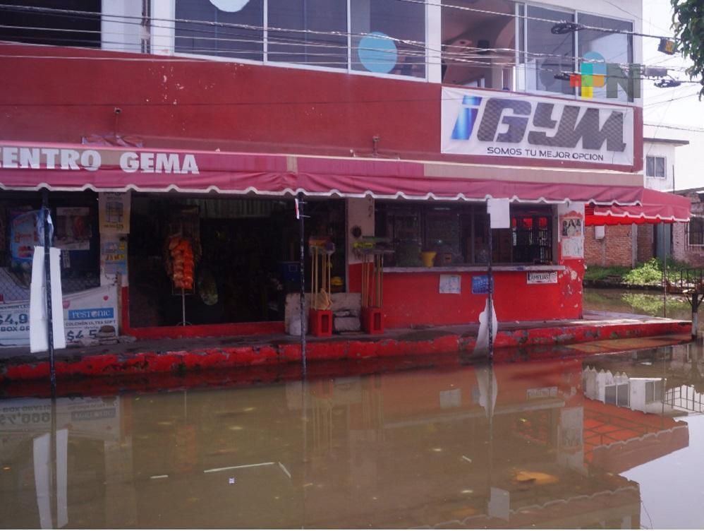 Boqueños piden a las autoridades, resuelvan problema de inundaciones de aguas negras