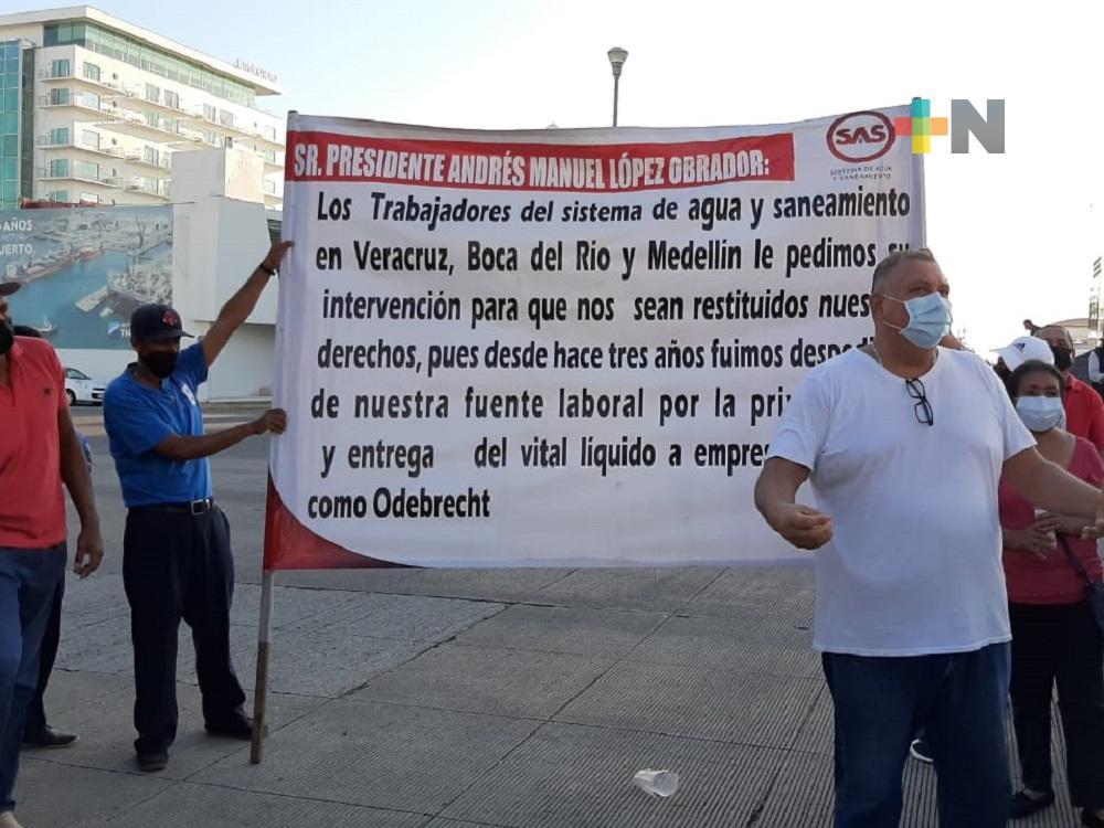 Con pancartas, ciudadanos del puerto de Veracruz piden intervención de presidente para solucionar problemas